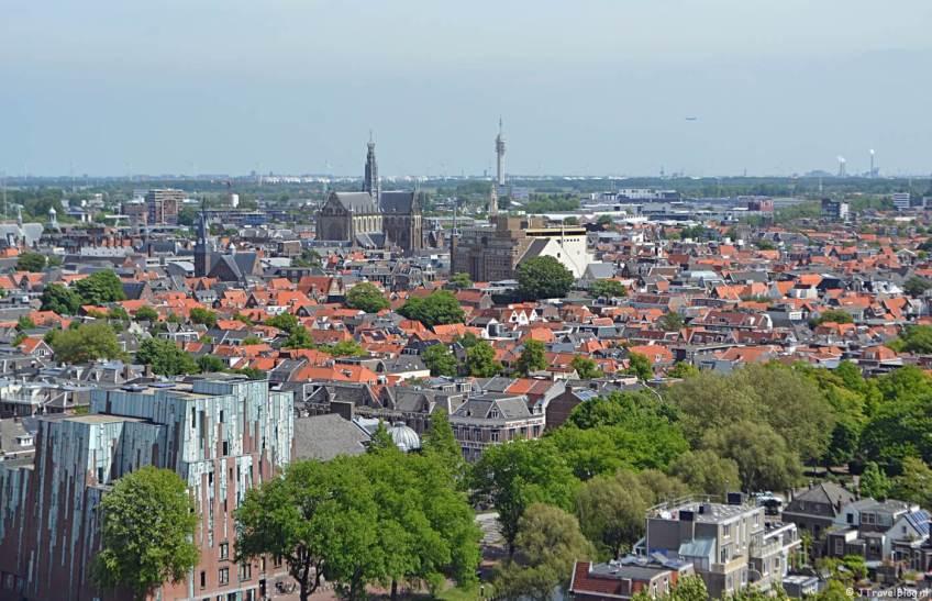 Uitzicht over Haarlem vanaf het hoogste punt van de KoepelKathedraal in Haarlem