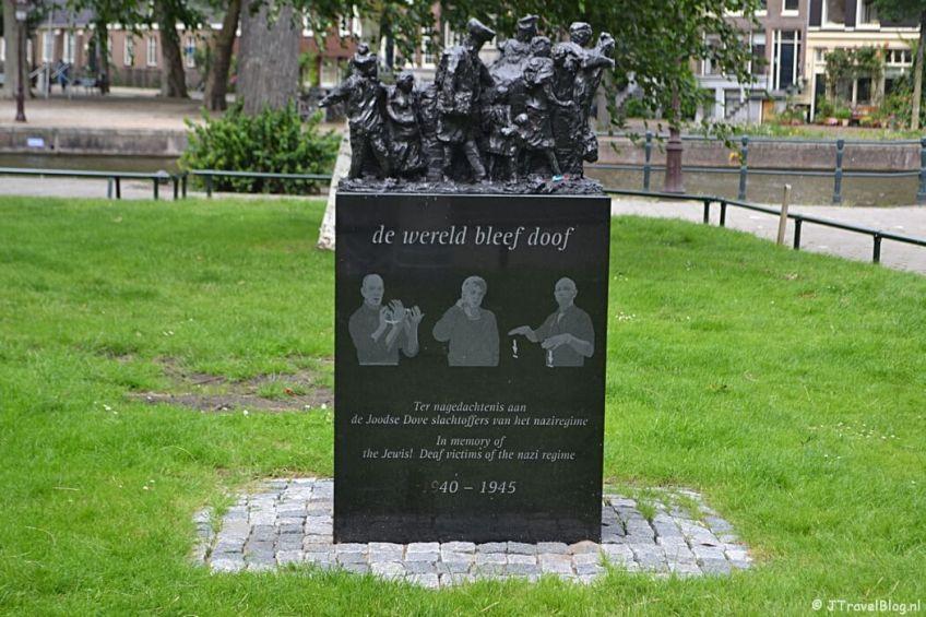 Het Dovenmonument in Amsterdam tijdens etappe 0 van het Westerborkpad