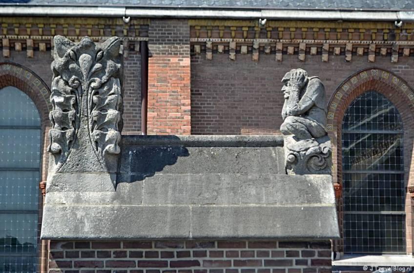Het kakkertje op het dak van de Koepelkathedraal in Haarlem tijdens 'De Wezens van de Kathedraal'