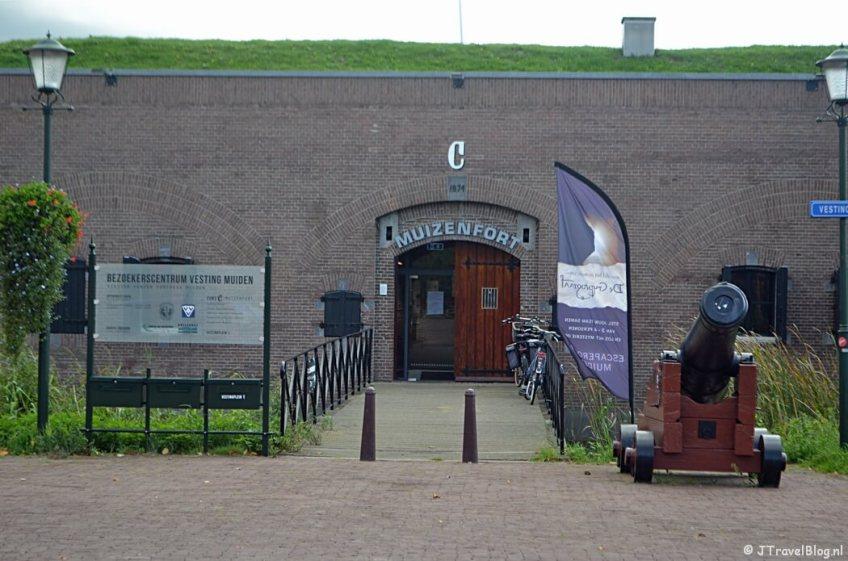 Het Muizenfort in Muiden tijdens de 3e etappe van het Westerborkpad