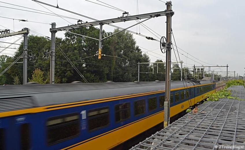 Het spoor langs het Jan van Riebeeckpad in Amersfoort tijdens de 9e etappe van het Westerborkpad