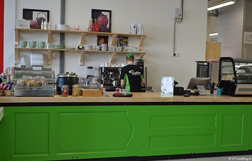 De koffiecorner bij Kringloopwinkel RataPlan in Hoofddorp