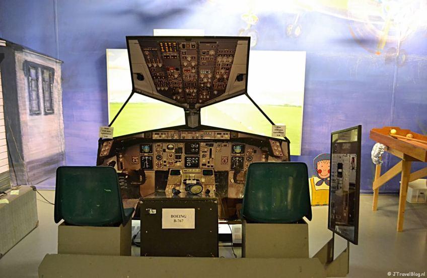 De vluchtsimulator van Schiphol in het Historisch Museum Haarlemmermeer in Hoofddorp