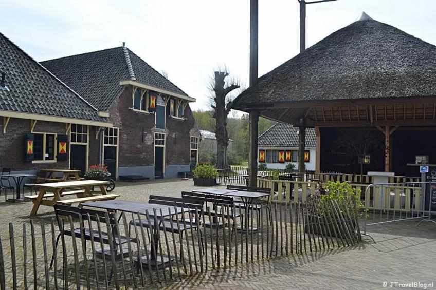De Hofboerderij op het terrein van Kasteel Keukenhof tijdens de Trage Tocht Lisse