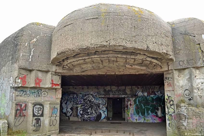 Een bunker uit de Tweede Wereldoorlog tijdens mijn wandeling in de duinen van IJmuiden