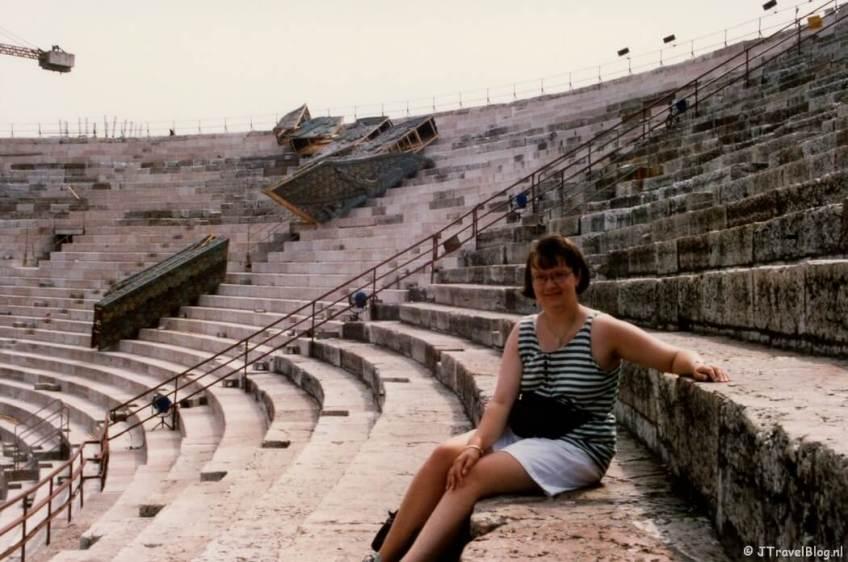 Ik in de Arena in Verona in Italië, de bestemming van mijn allereerste vliegreis