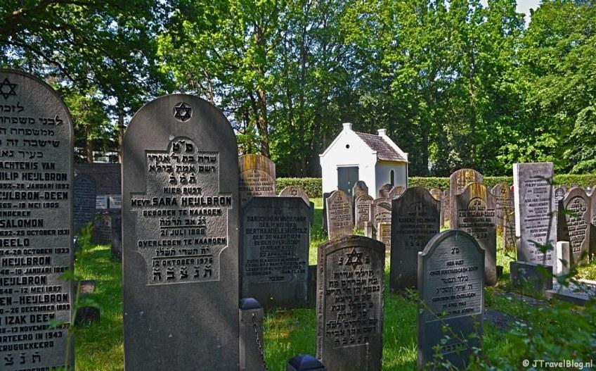 De Joodse begraafplaats in Naarden tijdens de 5e etappe van het Westerborkpad