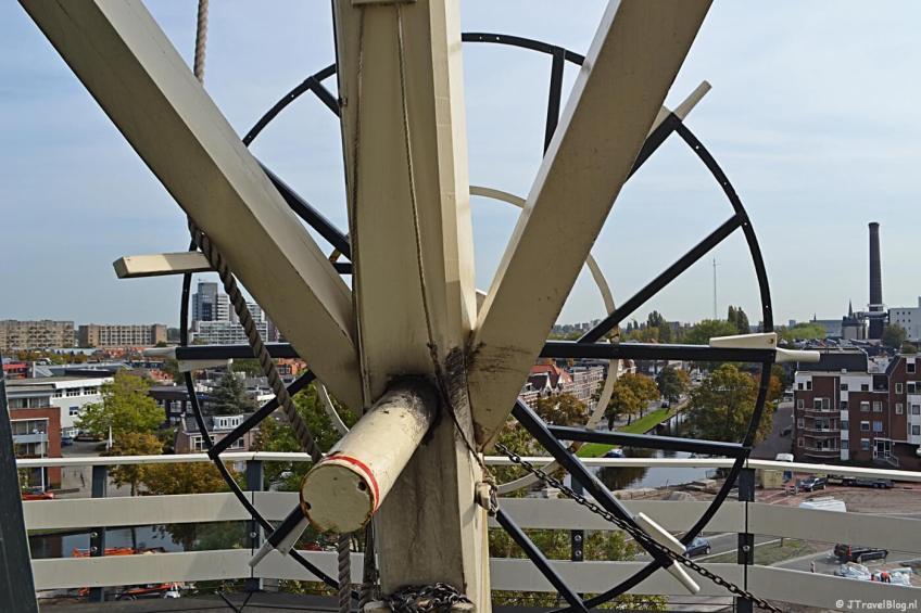Het uitzicht vanaf de stelling van Molenmuseum De Valk in Leiden