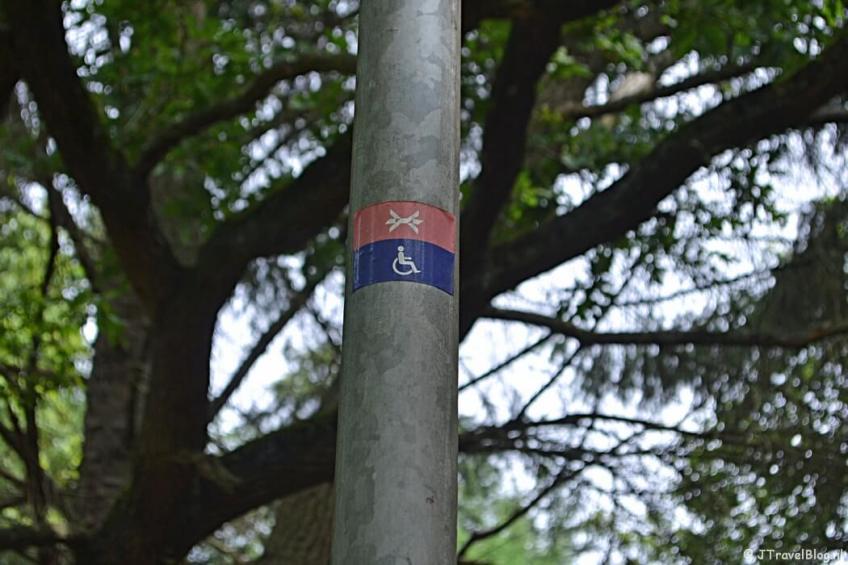 Markeringsteken voor gehandicapten van het Westerborkpad tijdens de 7e etappe van het Westerborkpad