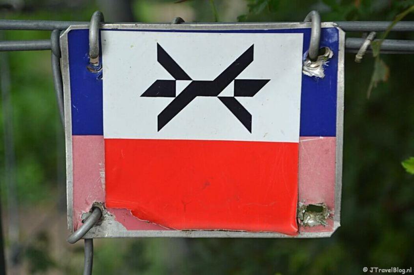 Het markeringsteken van het Westerborkpad tijdens de 6e etappe van het Westerborkpad