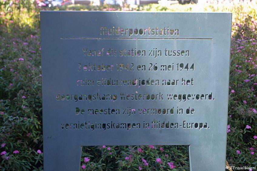 Het monument bij Station Muiderpoort tijdens de 1e etappe van het Westerborkpad