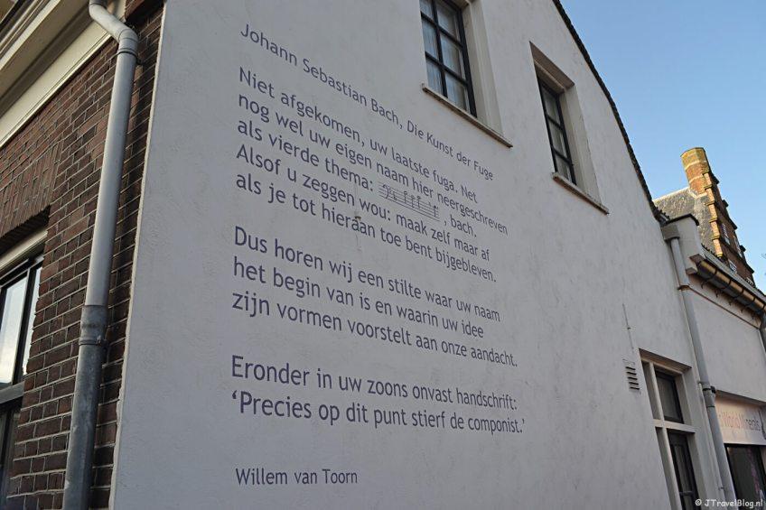 Muurgedicht 'Die Kunst der Fuge' van Willem van Toorn