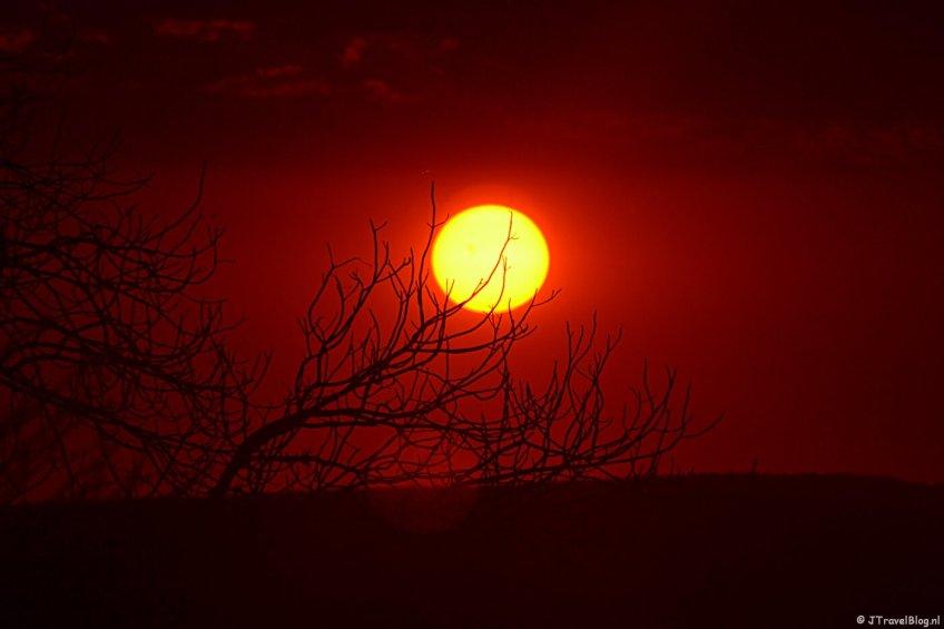 Zonsondergang in de buurt van Etosha National Park in Namibië, oktober 2014