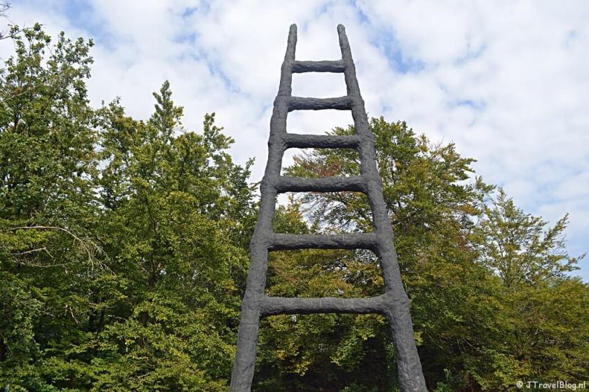 Nationaal Monument De Ladder van Armando tijdens de 9e etappe van het Westerborkpad