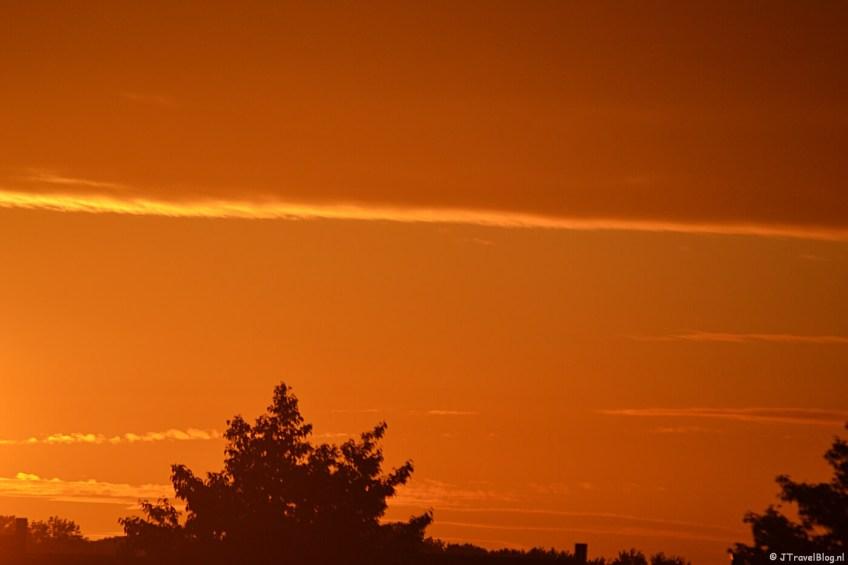 Zonsondergang vanuit mijn eigen huiskamer