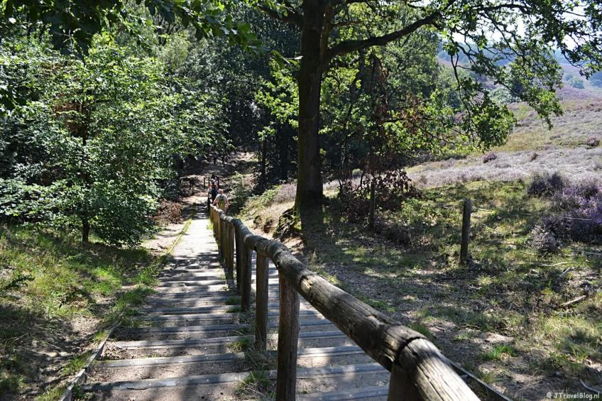 De steile trap tijdens mijn Trage Tocht wandeling