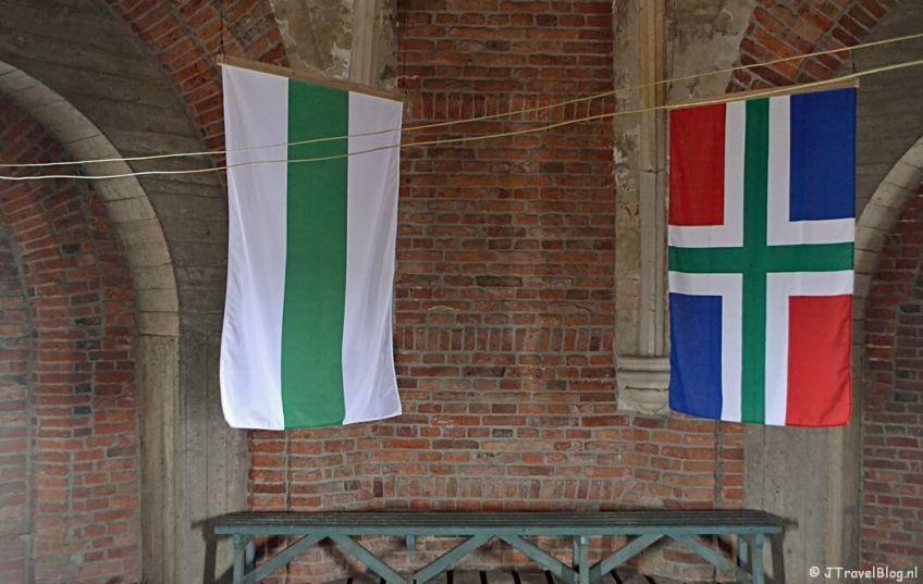 Fotoblog met rode foto's: De Groningse vlag in de Martinitoren in Groningen