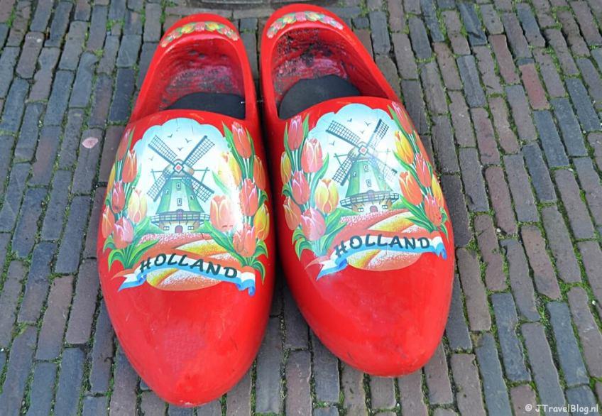 Fotoblog met rode foto's: Klompen in Haarlem