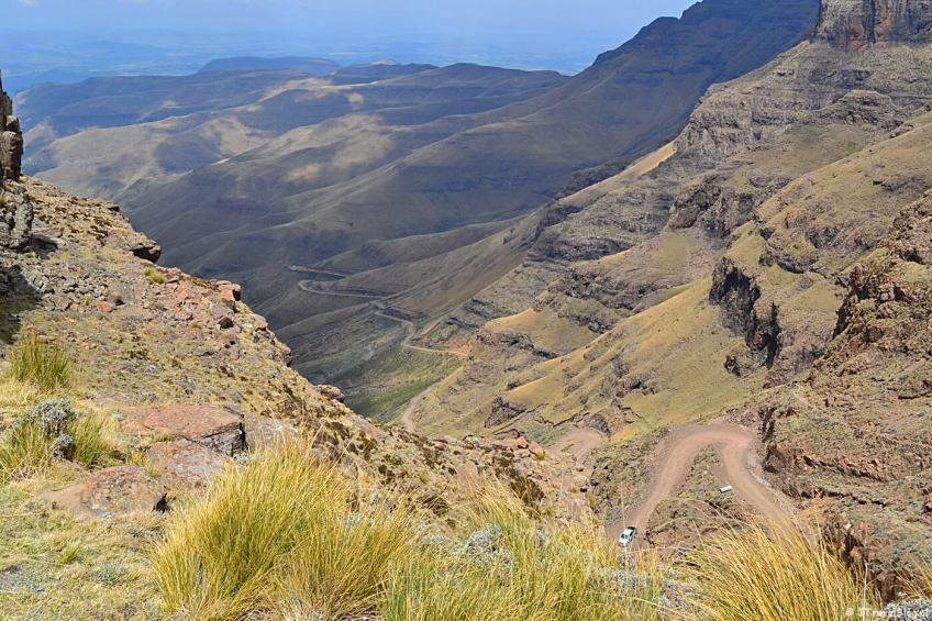 De haarspeldbochten van de Sani Pass