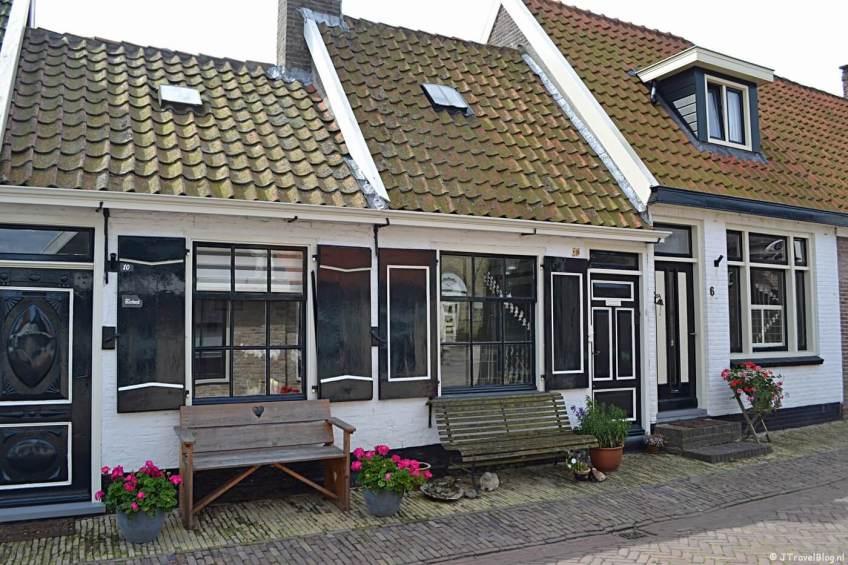Huizen aan de Peperstraat in Oosterend op Texel