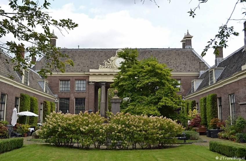 Het Teylers Hofje aan de Koudenhorn