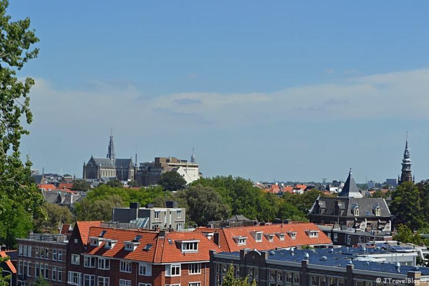 Uitzicht over Haarlem vanaf de dwerggalerij van de Koepelkathedraal in Haarlem
