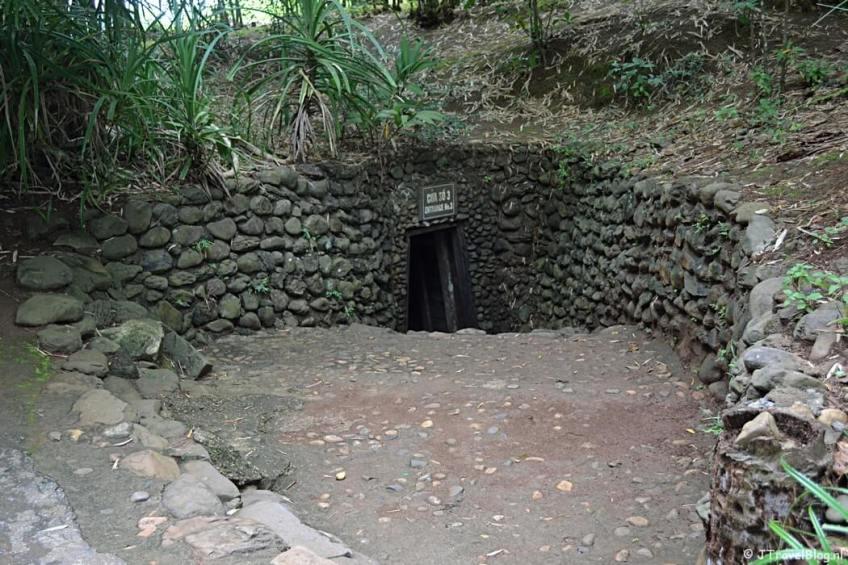 Een tunnelingang in Vinh Moc