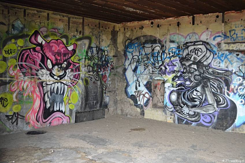 Graffiti in een bunker