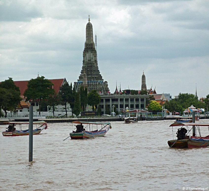 De Wat Arun en de Chao Phraya in Bangkok