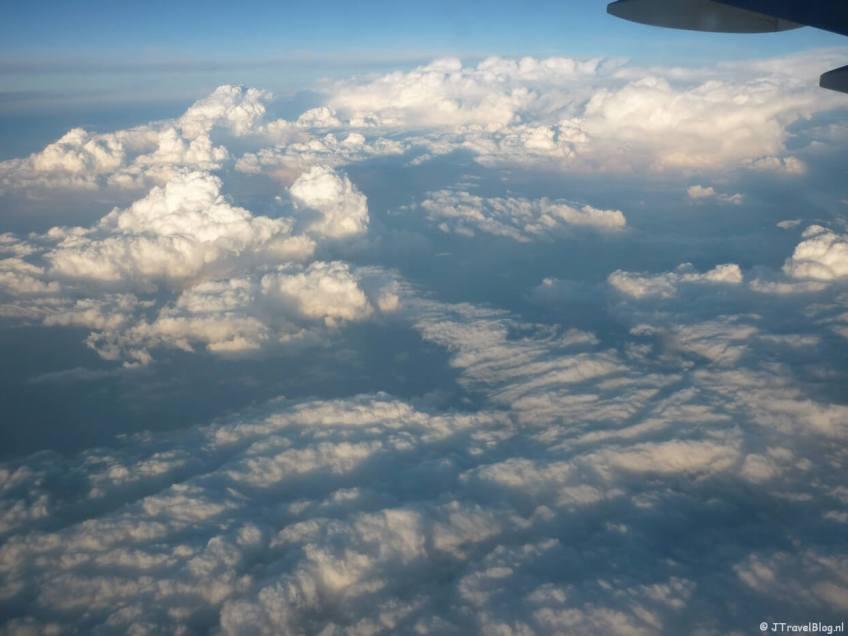 Het uitzicht vanuit het vliegtuig op weg naar Kaapstad op dag 1 van mijn rondreis door Zuid-Afrika en Namibië