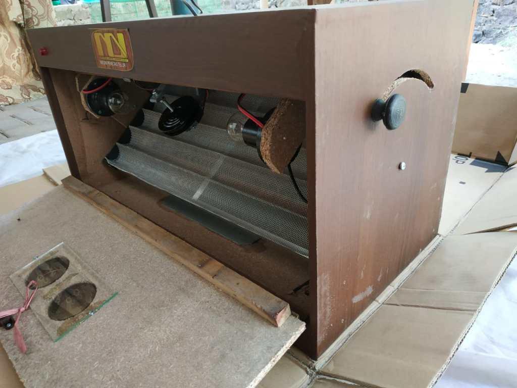 Bagian dalam mesin tetas 1 Jual Ayam Hias HP : 08564 77 23 888 | BERKUALITAS DAN TERPERCAYA Jual Mesin Penetas Telur
