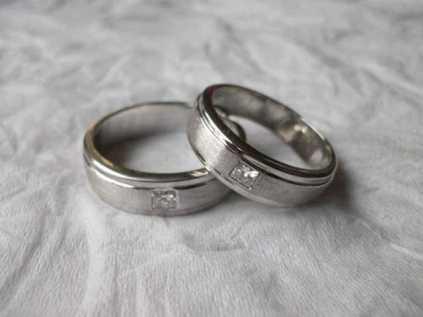 cincin-emas-putih