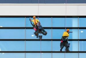 HILDAN SAFETY, Jasa-pembersih-kaca-gedung