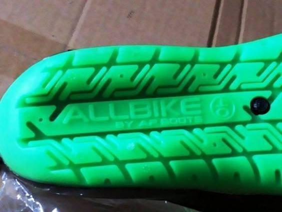 harga sepatu all bike green terbaru