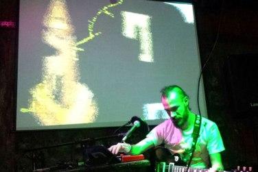 dada en el Cafe Bizarro | Loopeando el hang drum en Tangram by Oswaldo V.