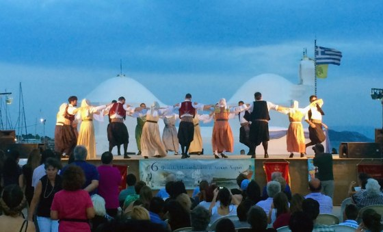 Viajes - Aegina: bailando en una pata