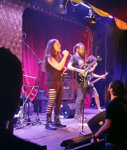 Juan Carrizo | Heavy Metal en Beirut - Maya y Juan