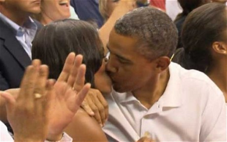 "Un beso de los Obama especialmente para ""Kiss Cam"""