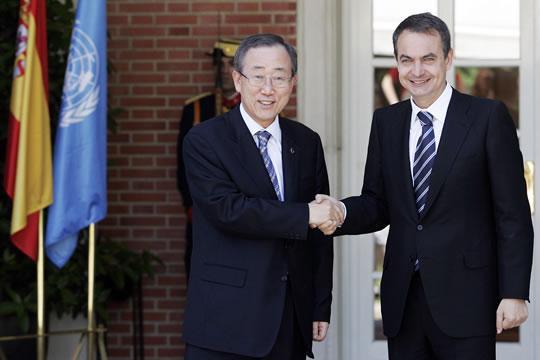 El Presidente Ban Ki Moon es recibido por Jose Luis Rodriguez Zapatero