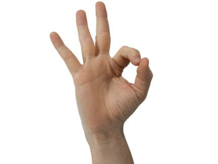 Este gesto tiene diferente significado en España que en Brasil.