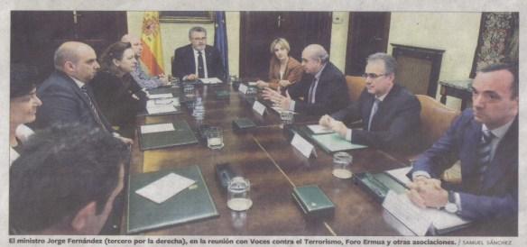 Fotografía de El País donde se aclara que el Señor de las Barbas no es el ministro del interior.