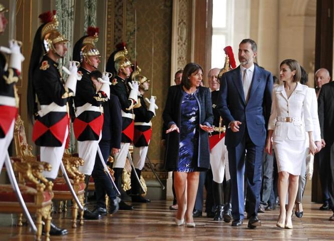 Máximos honores para los Reyes en un país deseoso de fortalecer relaciones.