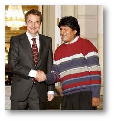 Evo Morales codificó su indumentaria de manera que todo el mundo entendiera su procedencia de la clase trabajadora.