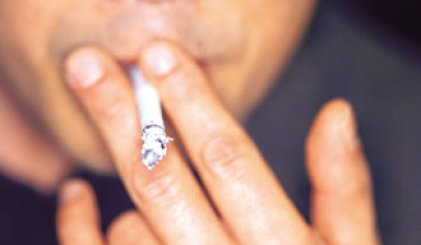 Fumando un cigarrillo
