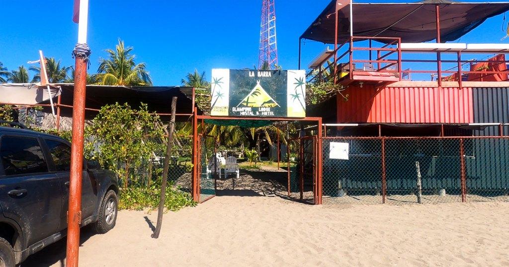 Entrada de La Barra Glamping Lodge Hostal & Hotel