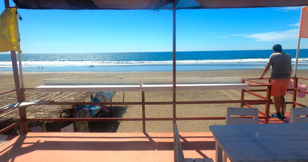 Hermosa vista a la playa de la Barra de Santiago
