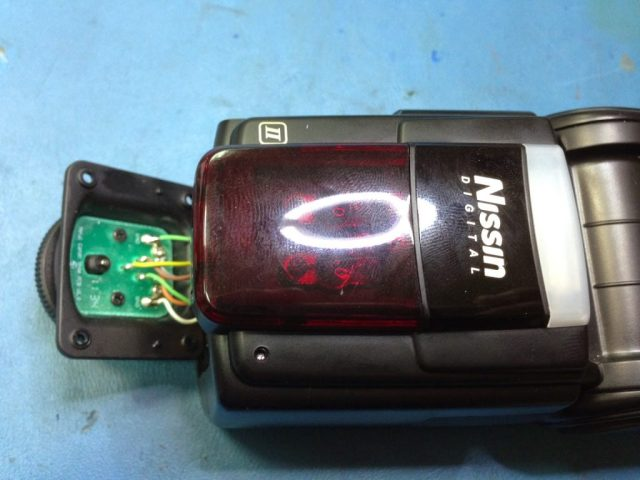 reparar flash camara nissin