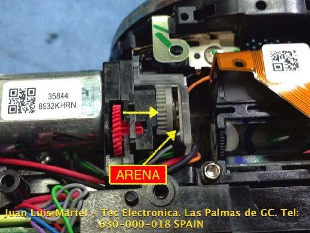 Arena dentro del motor de una cámara fotográfica Nikon