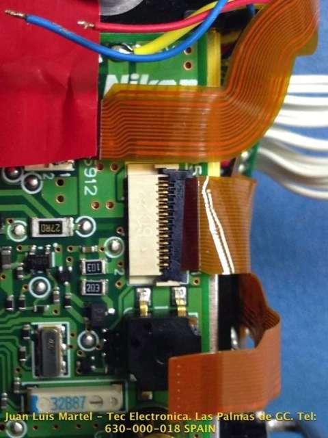 Circuito impreso mal conexionado en cámara fotográfica Nikon modelo D 60