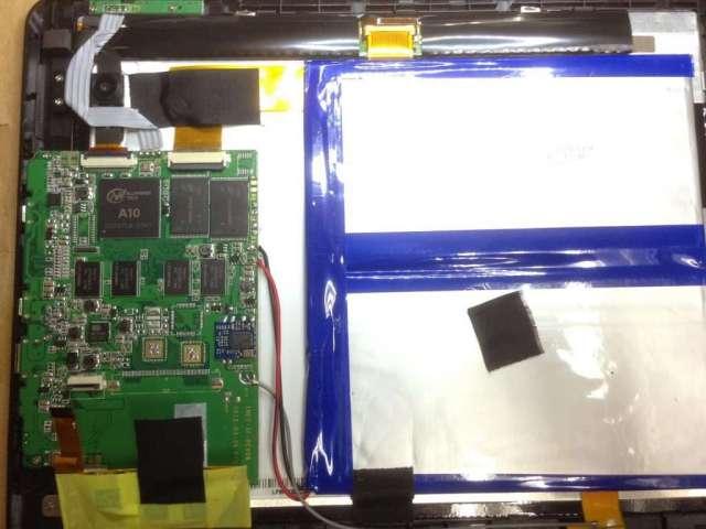 Foto interna de una tablet barata china mientras la reparo Servicio técnico en Las Palmas